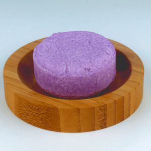 Shampoo-Bar-Lavendel-op-Bamboe-Ronde-Zeepplankje-Copy